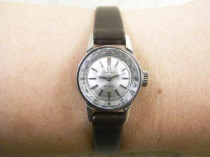 オメガ シルバーダイアル プリズム風防 レディースアンティーク腕時計:画像3